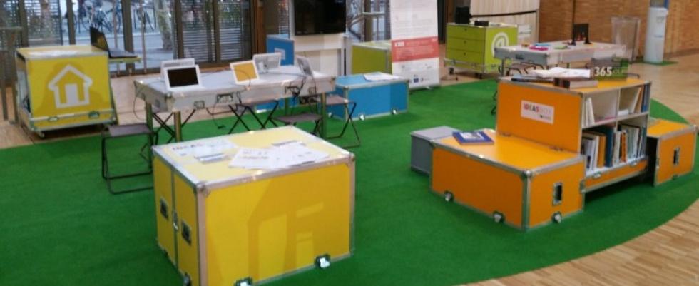Caixas se transformam em bibliotecas móveis e espaços para uso de tecnologia